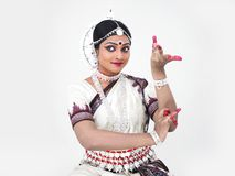 Klassieke Indische vrouwelijke danser Stock Afbeelding