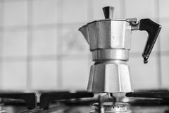 Klassieke Italiaanse koffiekan Stock Fotografie