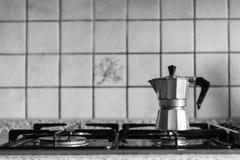 Klassieke Italiaanse koffiekan Stock Foto's