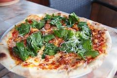 Klassieke Italiaanse pizza Royalty-vrije Stock Afbeelding