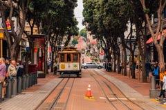 Klassieke kabelwagen of een tram op de straten van San Francisco royalty-vrije stock afbeelding