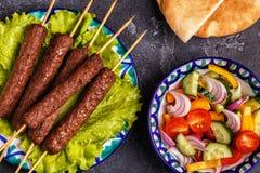 Klassieke kebabs op de plaat royalty-vrije stock foto's