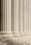Klassieke kolommen en stappen royalty-vrije stock afbeeldingen