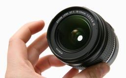 Klassieke lens 18-55 IS in hand Stock Foto's