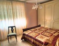 Klassieke luxeslaapkamer Royalty-vrije Stock Afbeeldingen