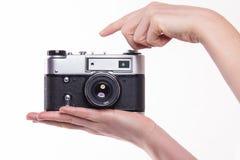 Klassieke 35mm fotocamera ter beschikking Stock Fotografie