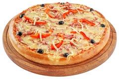 Klassieke pizza met tomaten en Spaanse peper Royalty-vrije Stock Afbeeldingen