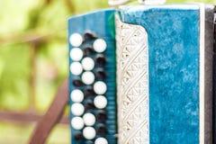 Klassieke retro bayan harmonika, muzikaal instrument stock fotografie
