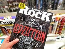 Klassieke rocktijdschrift in een hand royalty-vrije stock foto