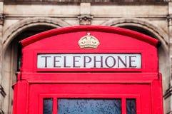 Klassieke rode Britse telefooncel in Londen stock afbeeldingen