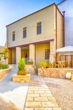 Klassieke Standaard Kretenzische Yard in Sunny Day in Chania, Griekenland stock afbeeldingen