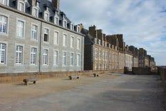Klassieke steenhuizen van de oude stad van Heilige Malo Royalty-vrije Stock Fotografie