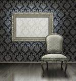 Klassieke stoel en zilveren frame Stock Afbeeldingen