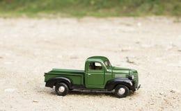 Klassieke stuk speelgoed vrachtwagenauto Royalty-vrije Stock Afbeelding