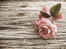 Klassieke uitstekend nam op houten lijst toe Stock Afbeelding