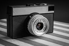 Klassieke uitstekende oude fotocamera op oude houten raad Royalty-vrije Stock Fotografie