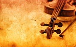 Klassieke viool op grungedocument achtergrond Stock Foto