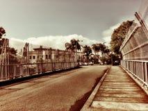 Klassieke weg op oude brug royalty-vrije stock afbeelding