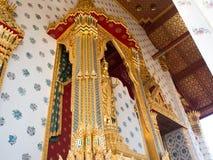 Klassifikationshalle in buddhistischem Tempel Wat Aruns in Bangkok, Thailand Stockfotos