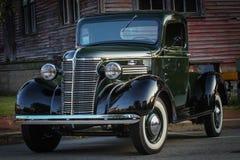 Klassiker återställd skinande pickup Arkivbilder