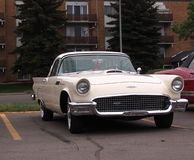 Klassiker återställda Ford Thunderbird Arkivfoto