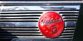 Klassiker-Chromes Kunst-Deco Packard zwölf Ausweis und Grill Stockbild
