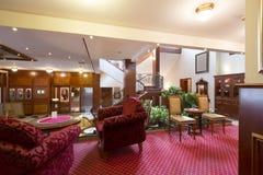 Klassiker utformad hotelllobbyinre Arkivfoton