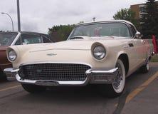Klassiker wieder hergestellter Ford Thunderbird Stockfotos