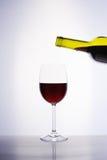 Klassikerexponeringsglas av rött vin Arkivbilder
