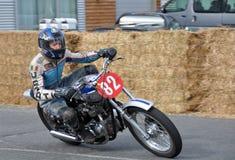 Klassikermotorcykelgata tävlings- Suzuki GS450 på Methven nya Ze Arkivbilder