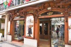 Klassikern shoppar i Lissabon - Portugal royaltyfria bilder
