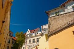 Klassische Ansicht über die Dachspitzen und die Häuser in der alten Stadt von Tallinn, Estland Lizenzfreies Stockbild