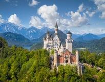 Klassische Ansicht von Neuschwanstein-Schloss, Bayern, Deutschland lizenzfreie stockfotos