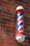 Klassische Barber Pole auf Ziegelstein Lizenzfreie Stockfotos