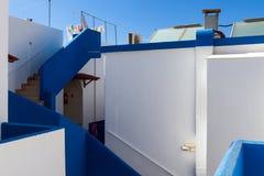 Klassische blaue und weiße griechische Häuser Lizenzfreie Stockfotos