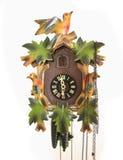 Klassische Cukoo-Uhr auf einer weißen Wand Stockbild