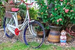 Klassische Fahrräder geparkt Lizenzfreie Stockfotografie