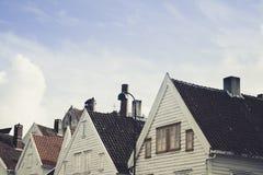 Klassische Häuser und Himmel in Norwegen Lizenzfreie Stockfotografie