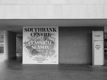 Klassische Jahreszeit in Southbank-Mitte in London Schwarzweiss Lizenzfreies Stockbild