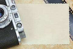 Klassische Kamera, negativ Film und alte Fotos Stockfotografie