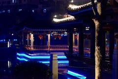 Klassische lange Korridor-Ruzi Pavillon-Parknacht Stockbilder