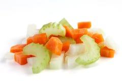 Klassische Mischung von den Karotten, von Sellerie und von Zwiebel ganz oben gehackt stockbild