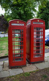 Klassische rote Telefonzellen Stockfotos