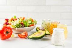 Klassische Salatsoßen stockfotografie