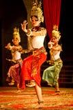 Klassische Tänzer des Khmer im Kostüm Stockfotos
