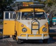 Klassische Weinlese reitet - Autos und Kaffee lizenzfreie stockbilder