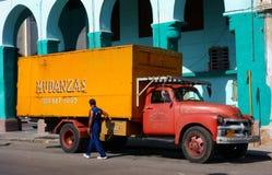 Klassischer amerikanischer LKW in der Straße in der Mitte von Havana, Kuba Stockfoto