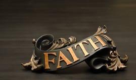 Klassischer aufwändiger Glauben-Rollen-Dekor lizenzfreie stockbilder