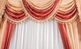 Klassischer beige Vorhang Stockbild
