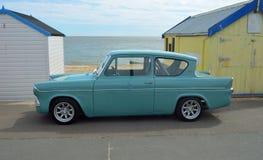 Klassischer blauer Ford Anglia Lizenzfreies Stockbild